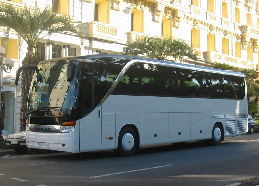 Coach rental on the French Riviera